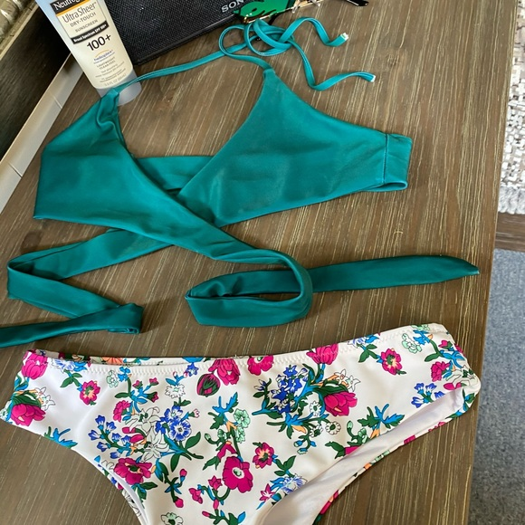 Cupshe Other - Green cross top swim suit with floral pattern
